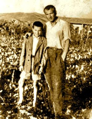 Lazër Radi i posadalë nga burgu, dhe i biri Alfredi, Savër 1954