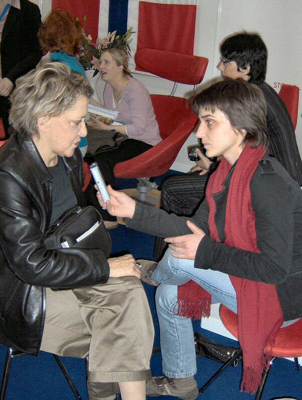 Elsa Demo gjatë intervistave...