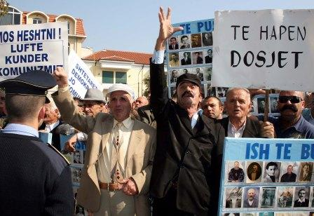 Të përndjekurit politikë në protestë