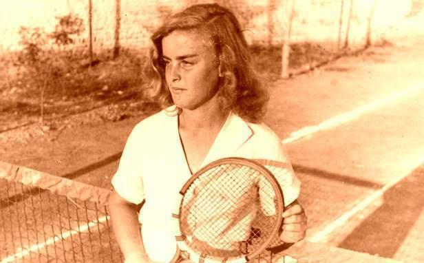 Tenistja e parë shqiptare: Handan Hoxha!