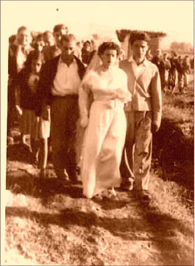 Dasma e Klarës - Savër 1958... dallohen Mojs Miraka, Gjon Markagjoni jr. Vocërr Sherifja