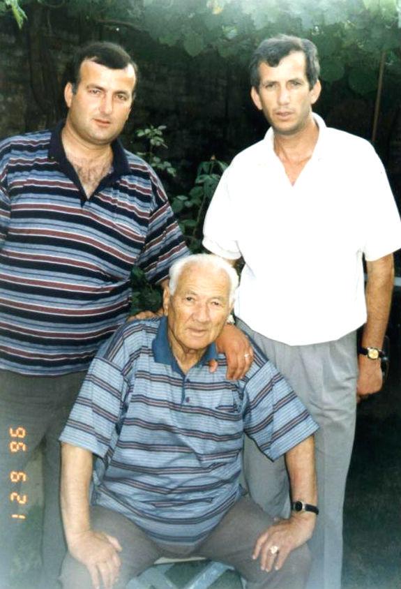 Lazër Radi dhe dy djemtë 1996
