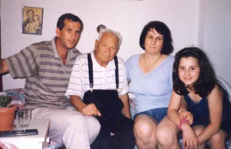 Ndër të fundmet foto të Lazër Radit me djalin, vajzën dhe mbesën - gusht 1998