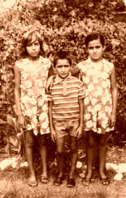 Magdalena, Antigoni dhe Theodhori Buzi - Savër 1972