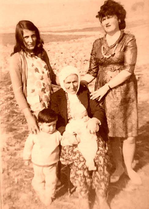 Gjylie Kolgjini (Lokja) me nusen dhe mbesat