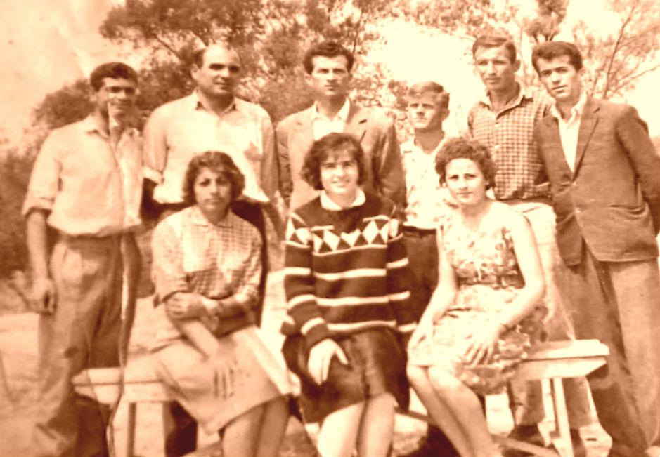 Mesuesit e mi Eqerem Xheka, Eqerem Beçka, Gaqi Bello, Vangjel Prifti, Zef Gjeloshaj, X Kostandina Loli, .Kembora, Guguçe Ruli.