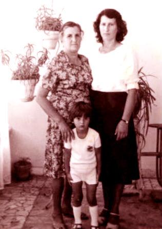 Adriana Dine me nënën dhe djalin - 1982