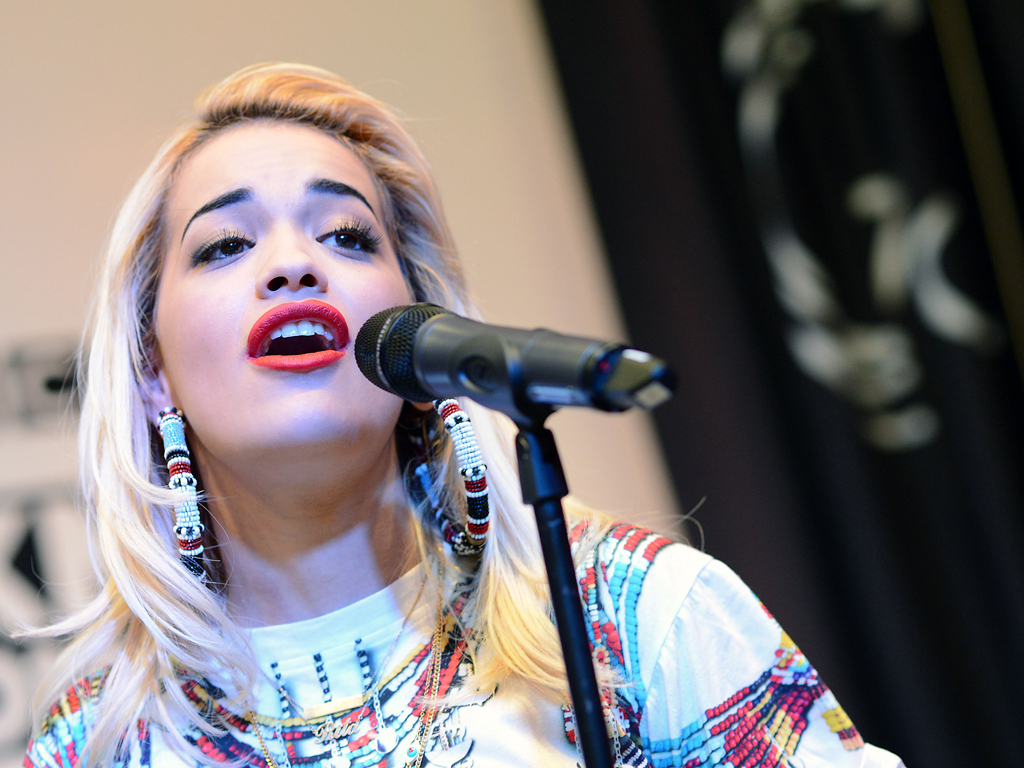 Rita Ora (2013) Këngëtarja e Vitit