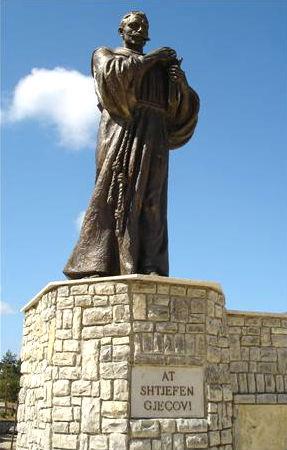 Statuja e At Shtjefën Gjeçovit në Zym
