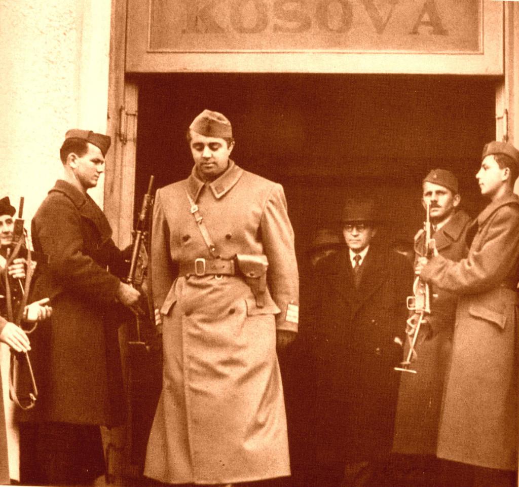 Diktatori Hoxha mbas Luftës