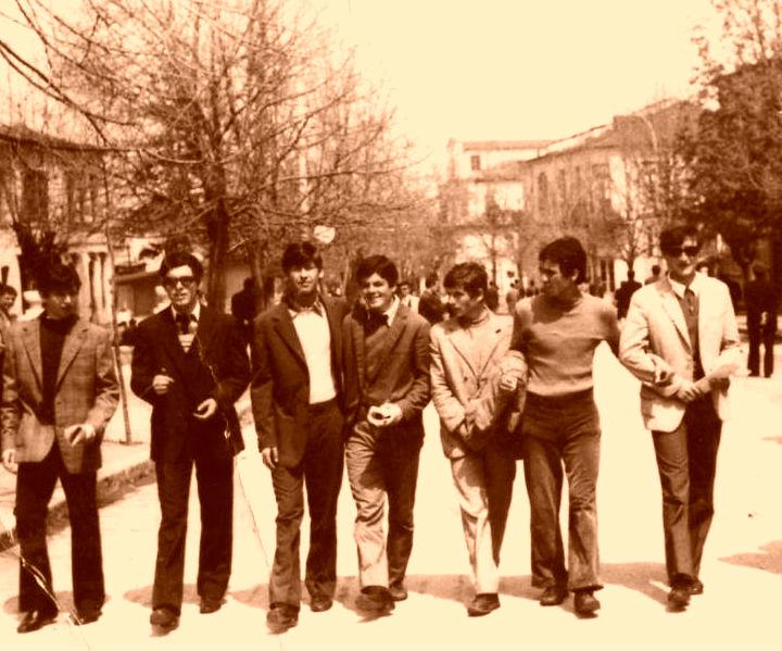 Disa nga shokët e klasës Sh. Sollaku, Sh. Këmbora, P. Kice