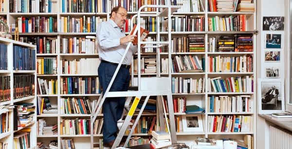 Umberto Eco në shtëpinë e tij në Milano