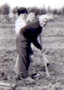Beba (Gjuliana Pervizi) duke punuar në Pluk
