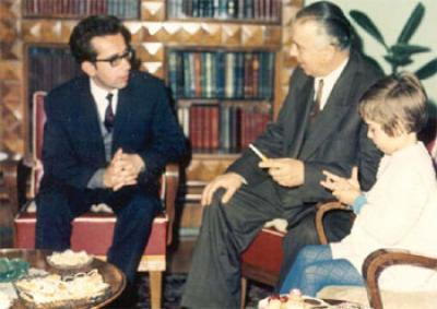 Kadare ne familjen Hoxha