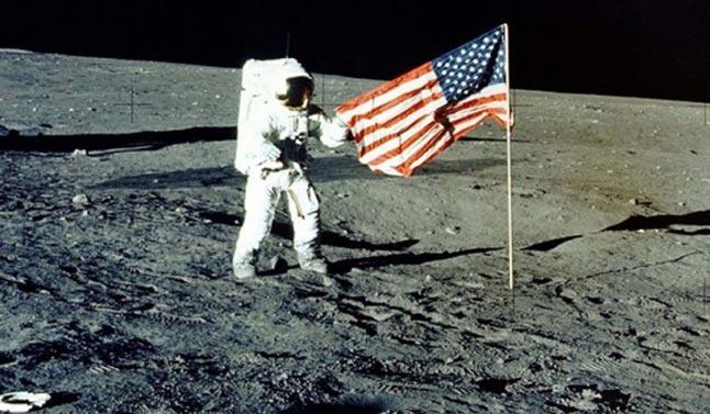 Njeriu i Parë në Hënë