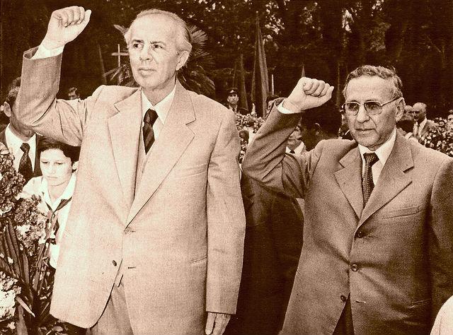 Grushti i hekurt i diktaturës: Hoxha - Shehu