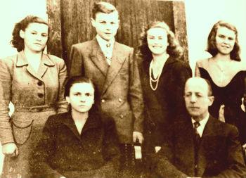 Familja e Vehip Hoxhës