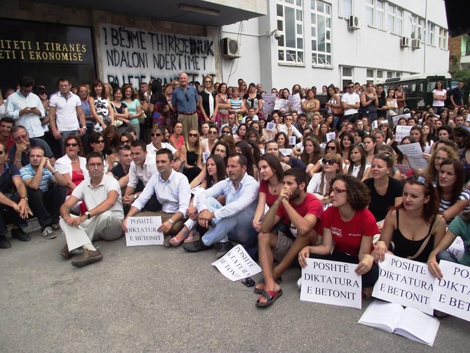 Studentët e Ekonomikut në Protestë