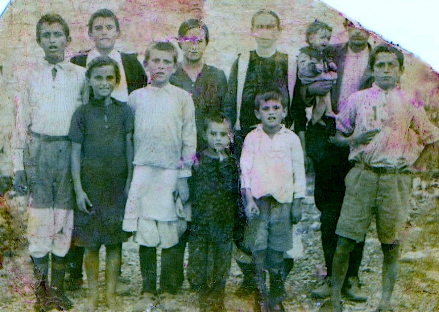 Berat 1946 - Familja Sina, e ëma me nëntë fëmijë në interrnim