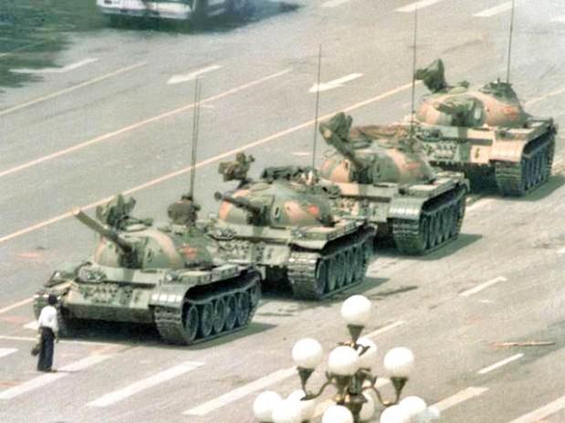 Njeriu përballë tankeve - Pekin 1989