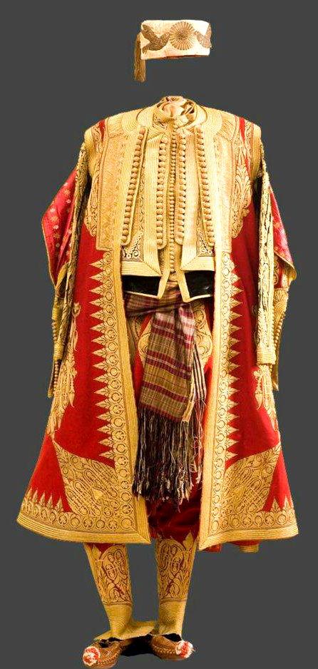 Kostum i rralle shqiptar  (Hoxha ia dhuroi Stalinit ne 1947)