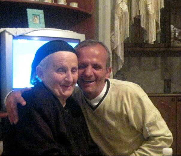 Mirushi dhe nëna e tij, Gjirokastër 2011