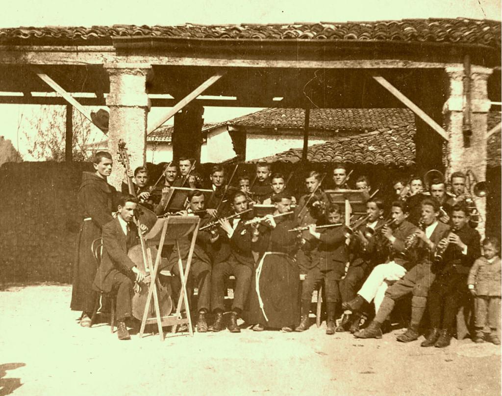 Shkodra Muzikore (Martin Gjoka ne fund)