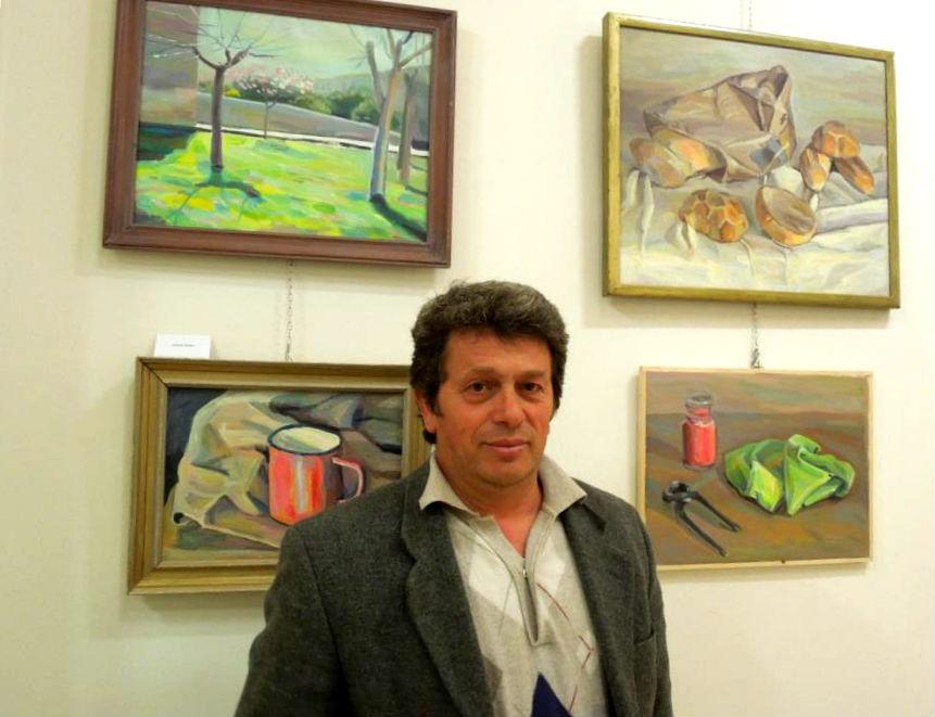 Piktori Arben Shira në ekspozitën e tij