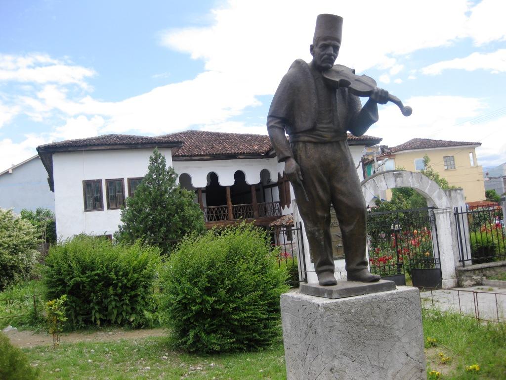 Busti i Isuf Myzyrit