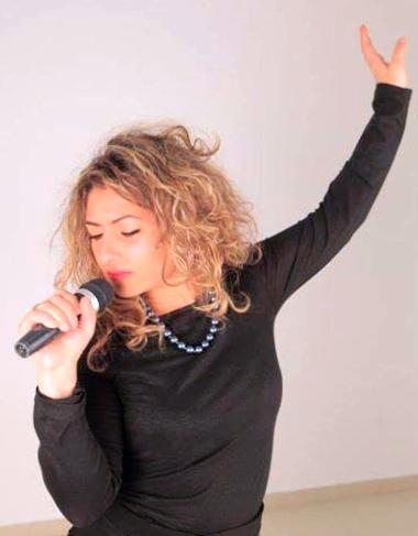 Leticia Gargjola gjate nji interpretimi muzikor