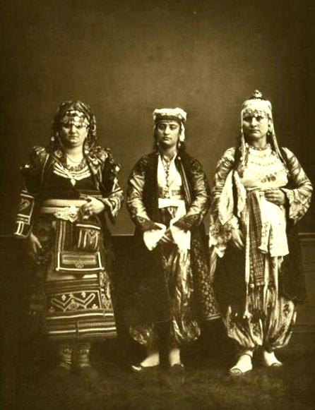 Gra shqiptare te Veriut (foto Paskal Sebah)