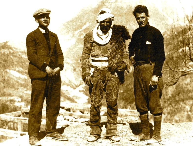 Stavri Frasheri , nji malsor dhe Carletoon Coom (19030)Stavri Frasheri , nji malsor dhe Carletoon Coom (19030)