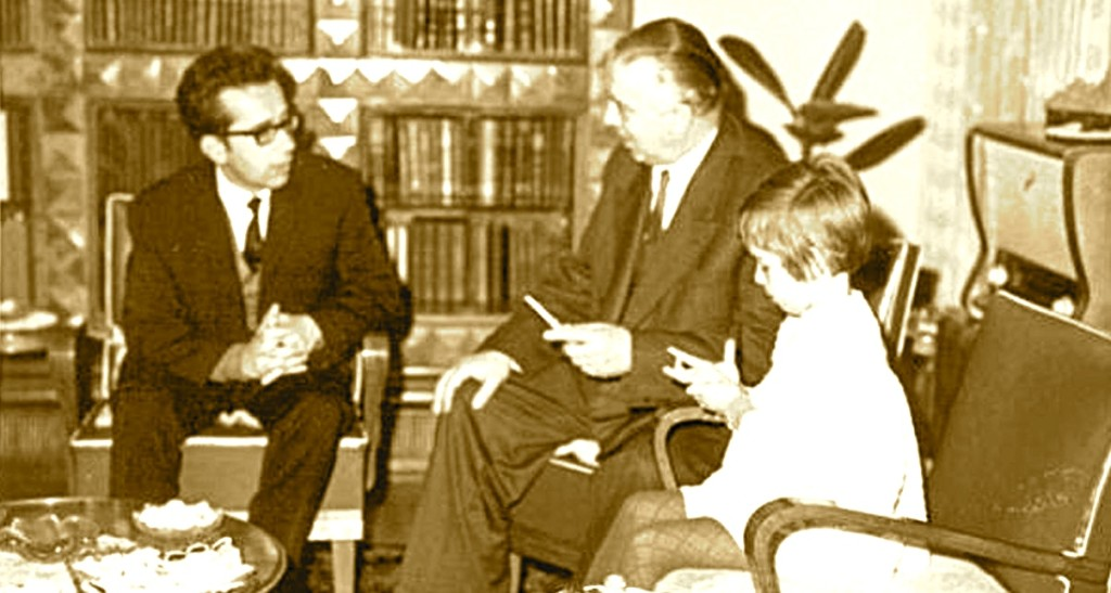 Ismail Kadare në shtëpinë e Enver Hoxhës (1971)