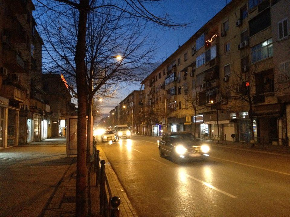 Rruga e Durrësit ... në mbrëmje