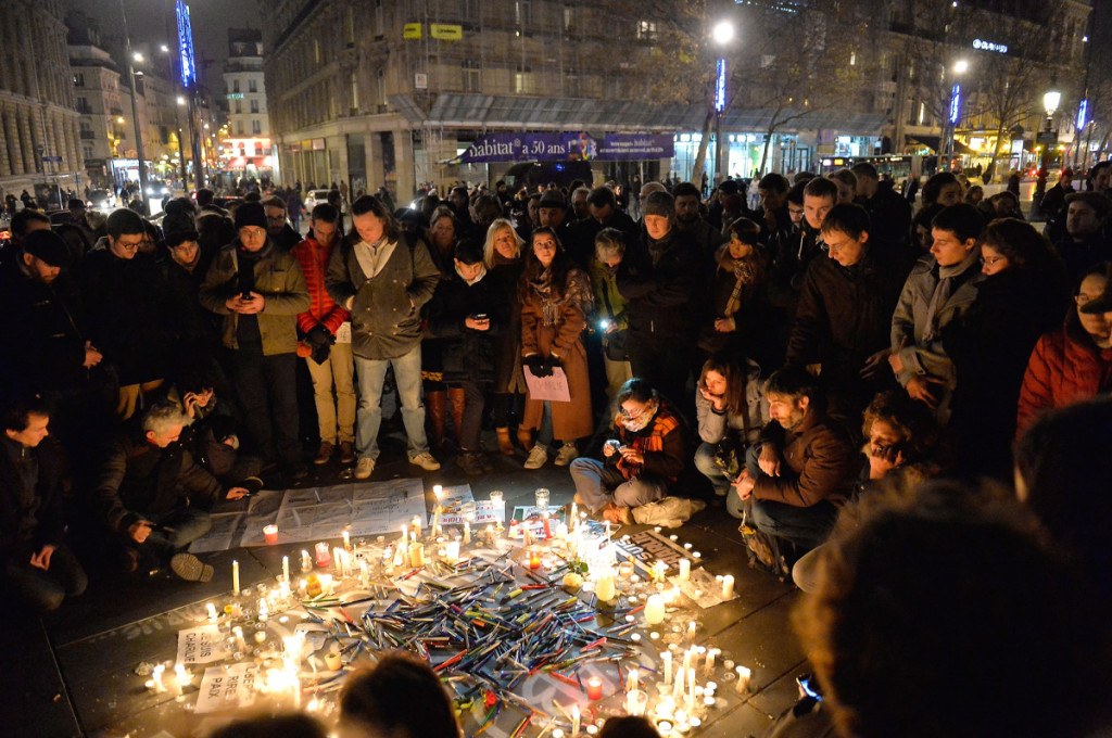 Nderim viktimave të vrara të revistës satirike Charlie Hebdo në sheshin Republika në Paris