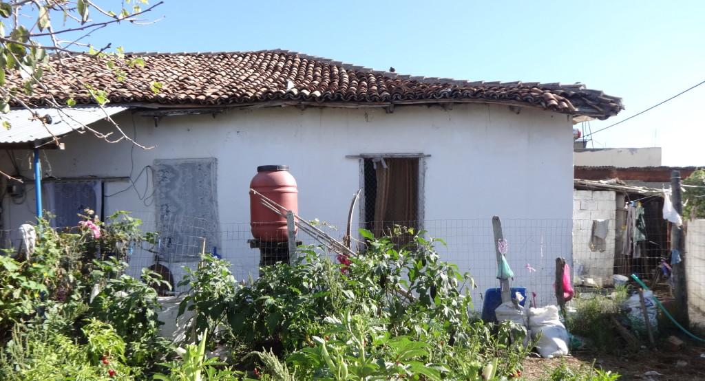 Çermë-Kamp, ish banesa e familjes Islami, Motrave Isabela e Zamira Islami  gazetare në VOA (foto Edi Salla)