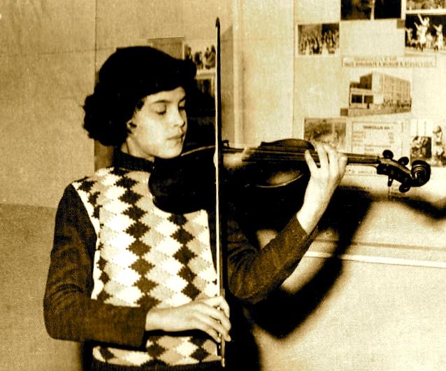 Entela dhe pasioni i saj i muzikes...
