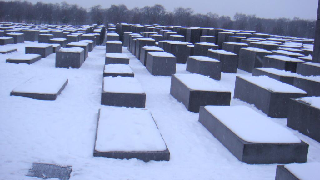 Berlin - Memoriali i Holokaustit nën borë