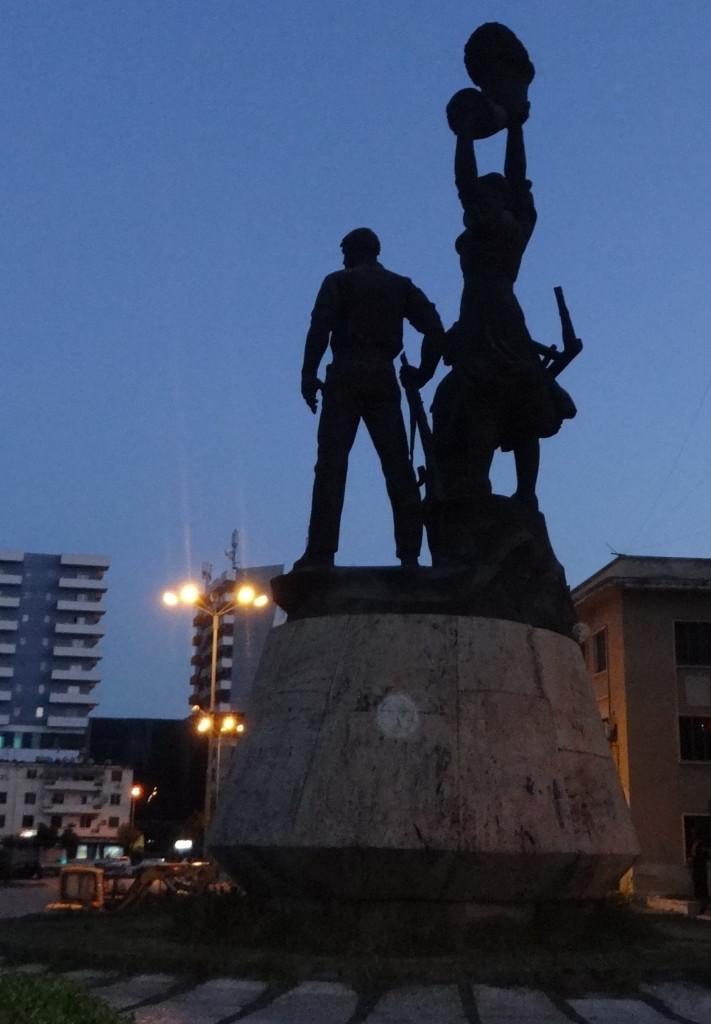 """Monumenti """"Toka Jone"""" i Lushnjes (foto Edi Salla)"""