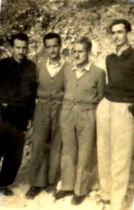 Të rinj të internuar në Kuç 1957 (Bardh Kupi, Valentin Pervizi, Dedë Gjonmarkaj, Lek Pervizi)