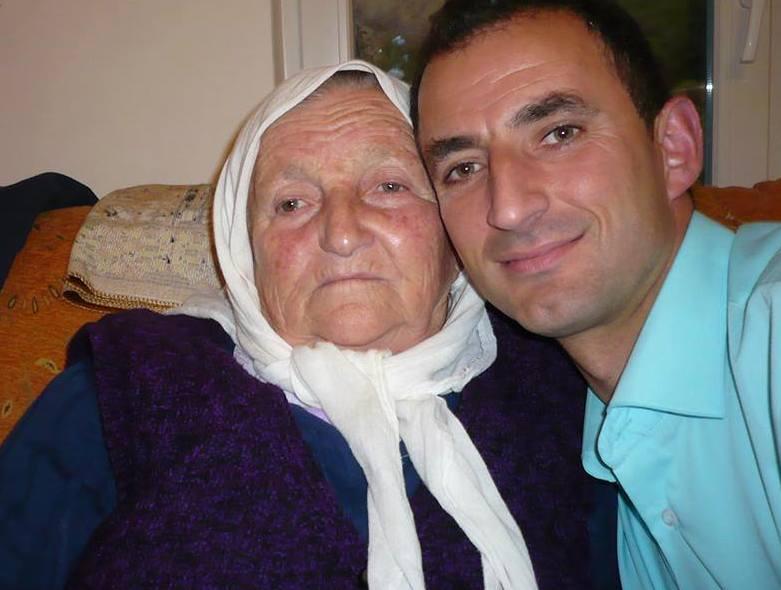 Kujtim Çekani dhe Nena e tij
