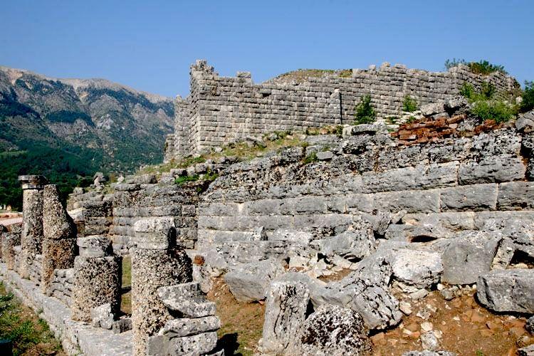 Tempulli i Dodonës (në afërsi të Janinës)