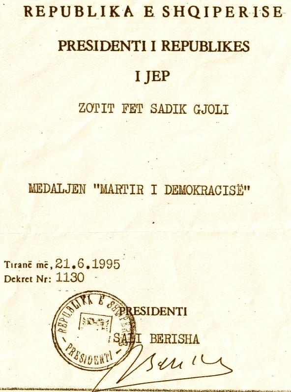 Faksimile e Medaljes së akorduar familjes