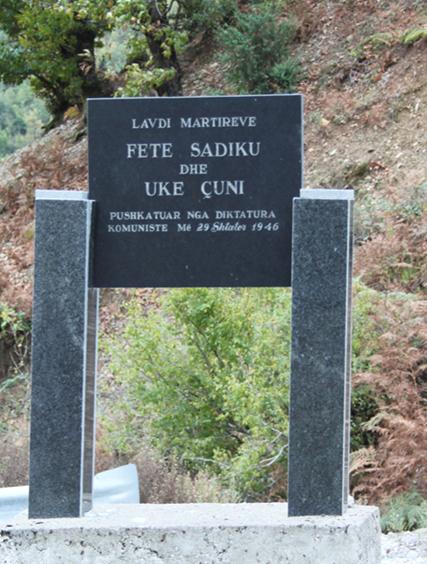 Memorial në Lekbibaj (Tropojë), në vitin 1995 kushtuar Fet Sadikut e Ukë Çunit