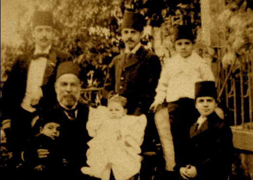 Ismail Qemal Vlora dhe familja (5 djemte dhe vajza)