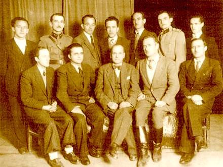 Anëtarë të Lidhjes Popullore Shqiptare: Rexhep Mitrovica midis Ago Agaj (në te djathtë) e Vehbi Frashëri e Nexhip Deva (në të majtë)