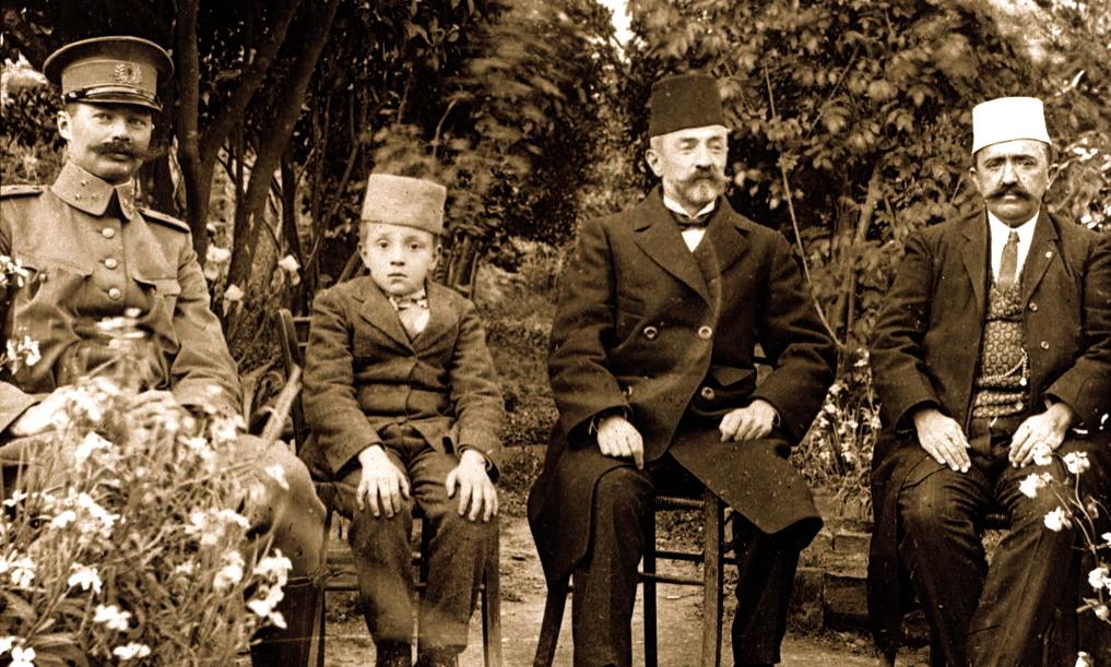 Gjeneral De Veer, Ibrahim Biçakçiu 10 vjeçar, Aqif Pasha Biçakçiu, Ali Agjah Bej i Elbasanit