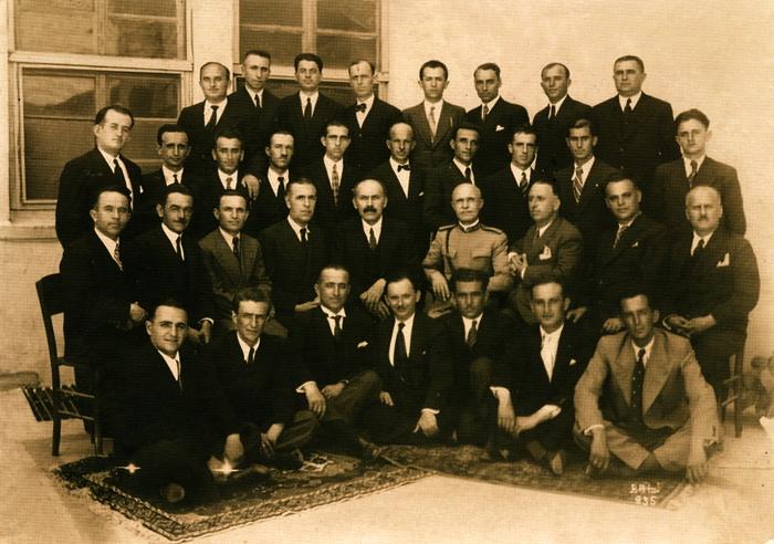 Në qendër Mirash Ivanaj e Kolonel Aqif Përmeti (arkivi Ivanaj)