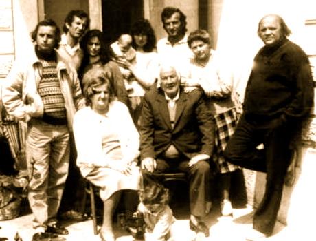 Lazër Radi me djemtë Jozef e Lucian dhe  familjet, dhe nipat Ferdinand dhe Françesk Radi - Tiranë 1991
