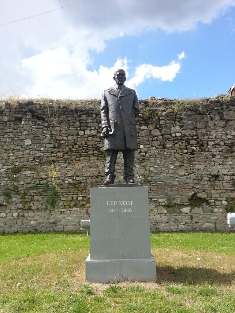 Statuja e Lef Nosit (1877-1945) - Elbasan